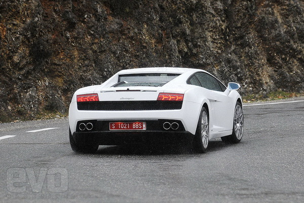 Audi R8 V10 vs Gallardo LP560-4